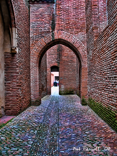 """walkway in Toulouse"""